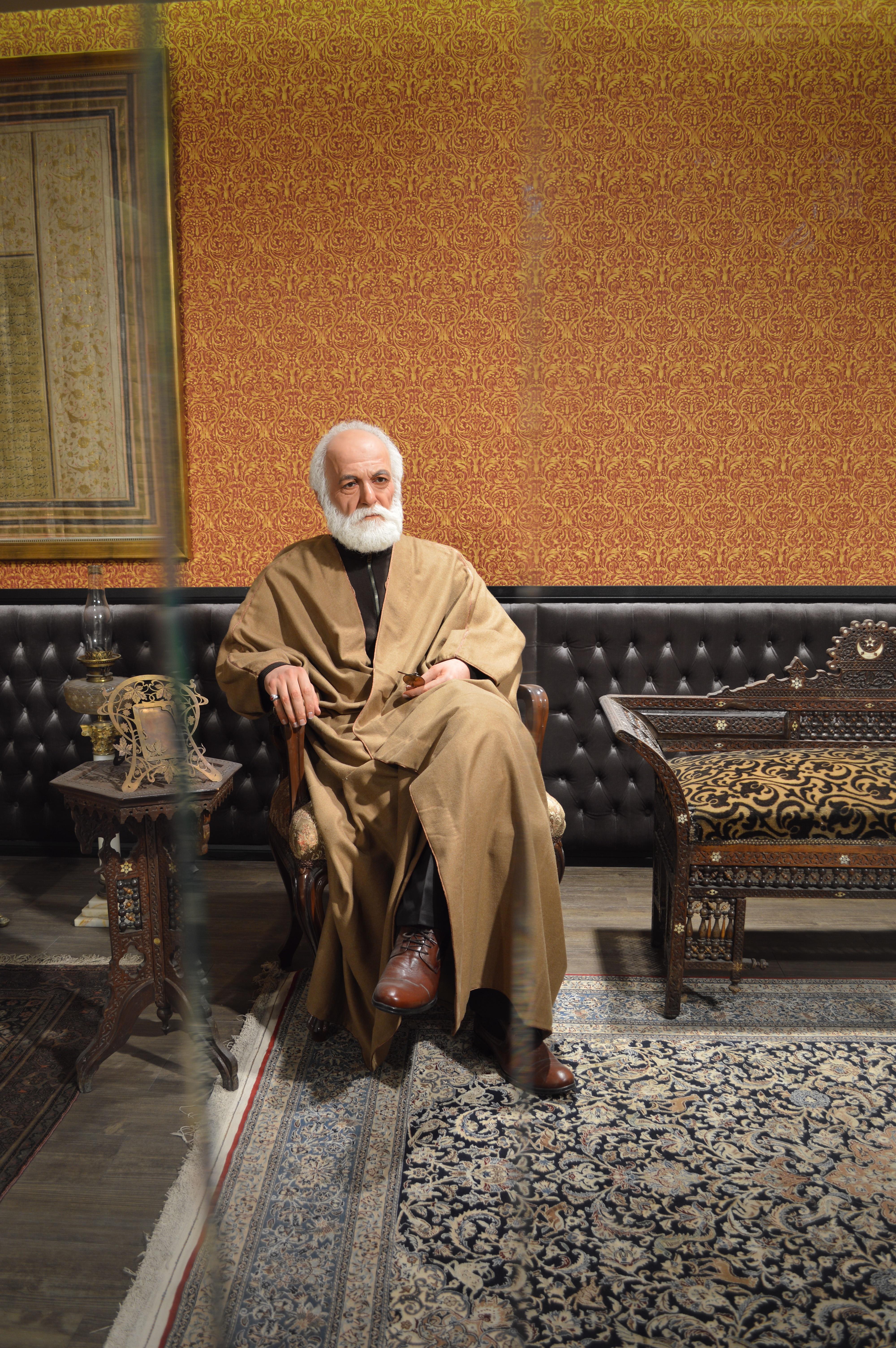 نمایشگاه دائمی حاج حسین آقا ملک(مجسمه حاج حسین آقا ملک)