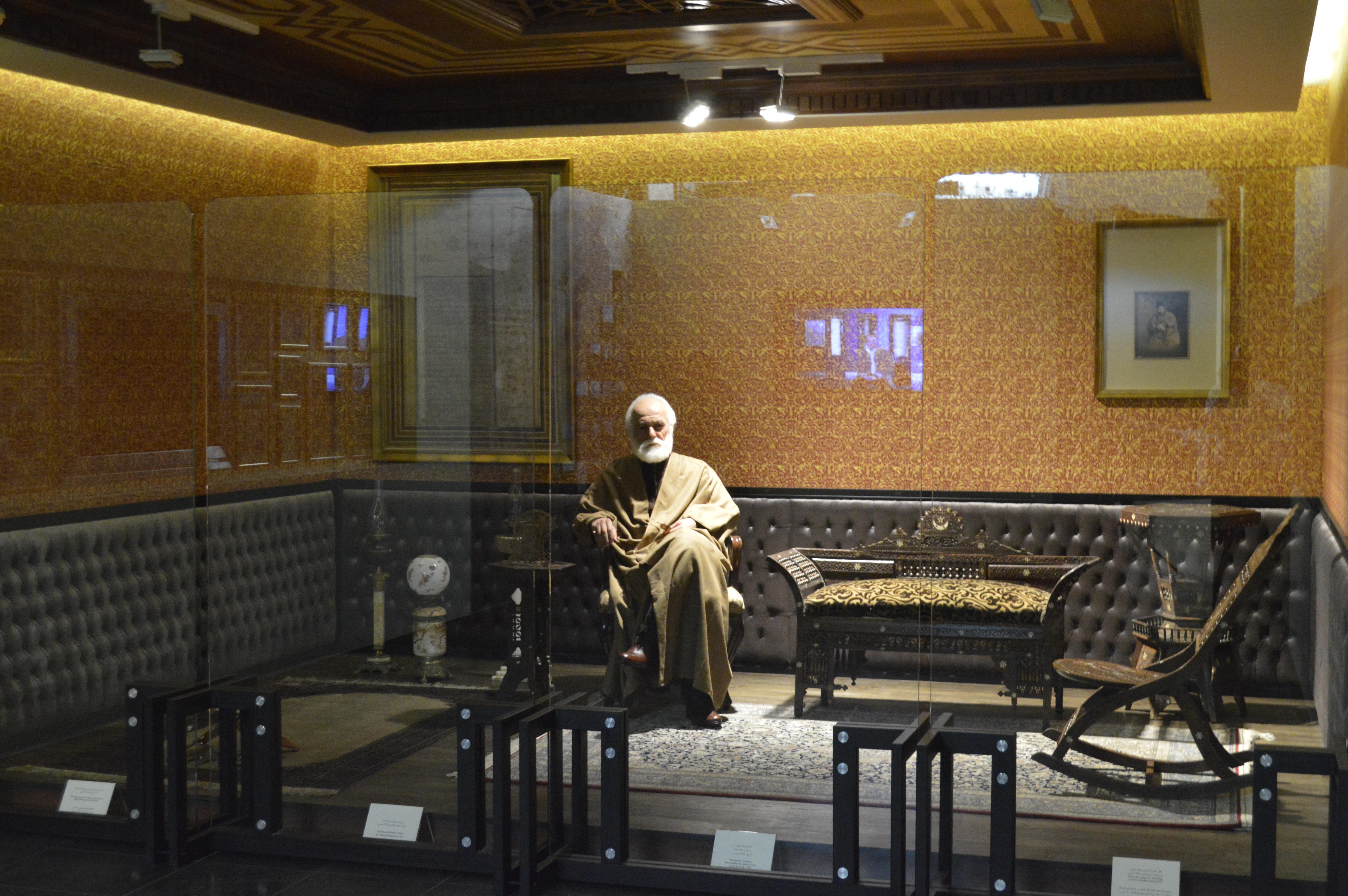 نمایشگاه دائمی حاج حسین آقا ملک (اتاق مخمل، بازسازی شده بر اساس اتاق شخصی حاج حسین آقا ملک)