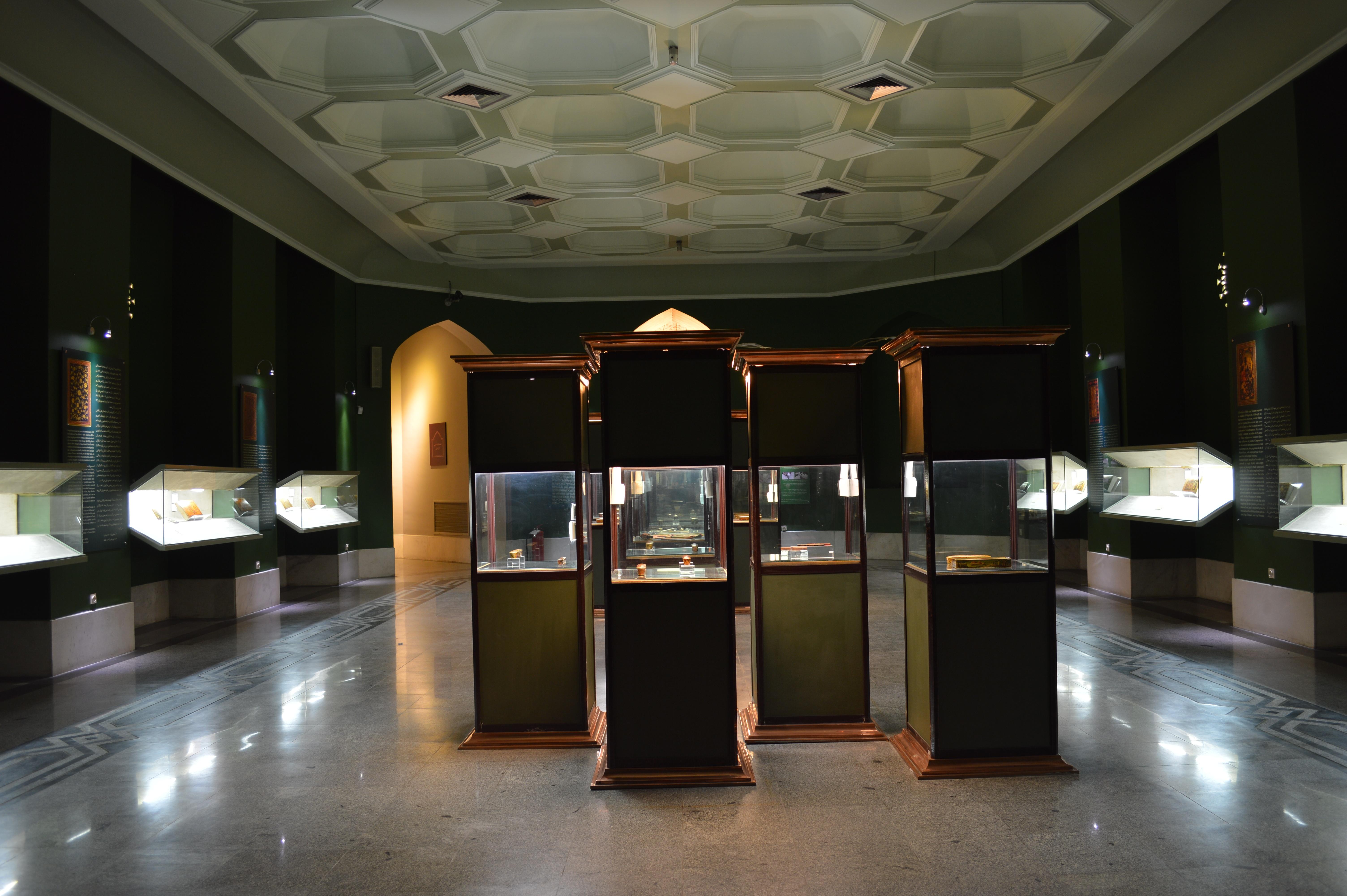 نمایشگاه دائمی آثار لاکی