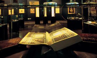 کتابخانه و موزه ملی ملک برترین موسسه کشور در نگهداری از نسخههای خطی شد