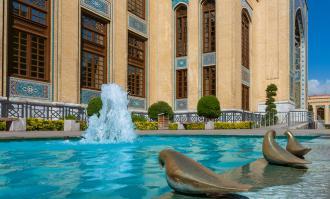 کارتهای ویژه تالار محققان کتابخانه و موزه ملی ملک به نخبگان و مقامات فرهنگی کشور اهدا میشود
