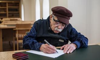 استاد «سیدعبدالله انوار» نخستین عضو افتخاری تالار محققان کتابخانه و موزه ملی ملک