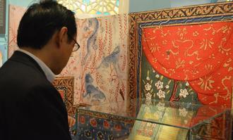 بازدید سفیر ژاپن در ایران از کتابخانه و موزه ملی ملک، همزمان با روز جهانی موزه