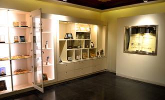 فروشگاه عرضه محصولات فرهنگی کتابخانه و موزه ملی ملک گشایش یافت
