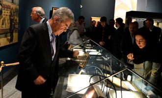 هاینس فیشر: گردآوری گنجینه کتابخانه و موزه ملی ملک، تنها از عهده یک دولت برمیآید