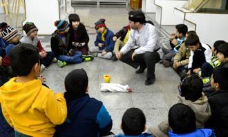 کارگاه ضرب سکه همراه با معرکهگیری برای کودکان