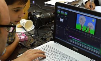تولیدات کارگاه قصهگویی دیجیتال به نمایش درآمده و نقد و بررسی میشوند