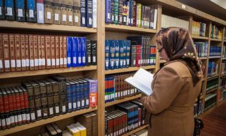 بانویی نیکوکار مجموعهای نفیس از کتابهای چاپ سنگی و سربی را به کتابخانه و موزه ملی ملک اهدا کرد