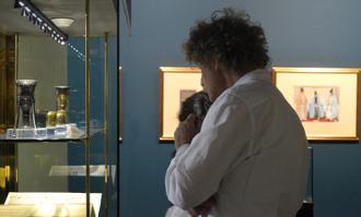 اشتیاق فراوان گردشگران و جهانگردان به بازدید از گنجینه کتابخانه و موزه ملی ملک