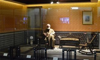 حاج حسین آقا ملک؛ بازرگانمرد فرهنگی