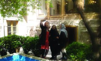 استقبال گسترده گردشگران نوروزی از «خانه تاریخی ملک» در بازار بینالحرمین تهران