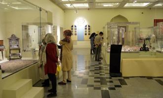 استقبال گسترده گردشگران از کتابخانه و موزه ملی ملک در روز جهانی موزه