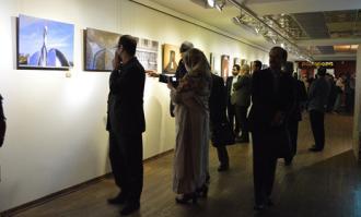 نمایشگاه خیریه عکس «فوتو دیپلمات» در کتابخانه و موزه ملی ملک گشایش یافت