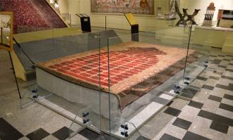 نمایش اختصاصی پرده تاریخی مفروش مرقد مطهر حضرت معصومه (س) در کتابخانه و موزه ملی ملک