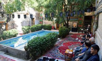 آیین سوگواری سیدالشهدا (ع) در خانه تاریخی ملک در بازار تهران برگزار شد