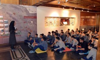 تورهای سازمانیافته دانشآموزی مهمان کتابخانه و موزه ملی ملک شدند