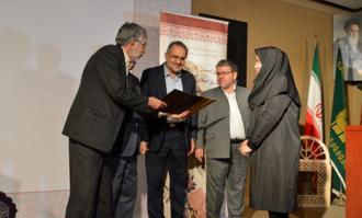 کتابخانه و موزه ملی ملک از استاد برجسته نقاشی پشت شیشه و آینه تقدیر و تجلیل کرد