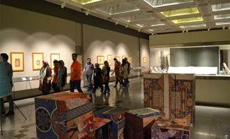 تور «یک روز مهمانی در کتابخانه و موزه ملی ملک»؛ روز دوم