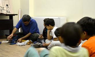 روایت کودکانی که مهر و بازوبند ساختند